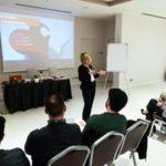 linguaggio del corpo chiara alzati public speaking